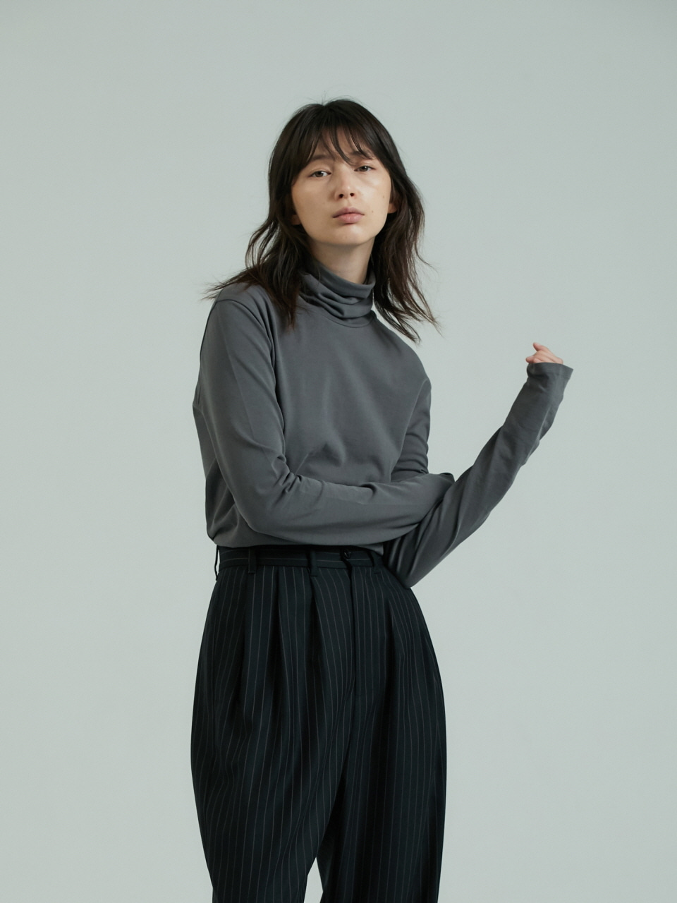 LOW TURTLENECK T - KHAKI